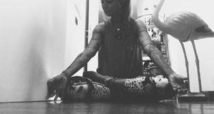 Coronavirus, esercizi yoga per superare sedentarietà e smart working